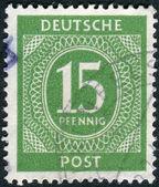 Почтовая марка напечатана в Германии, показывает номинальную стоимость марок — Стоковое фото