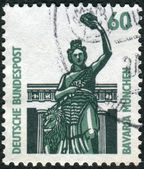Postage stamp printed in Germany, dedicated to Bavaria, Munich, shows Bronze statue above the Theresienwiese, Hall of Fame — Foto Stock