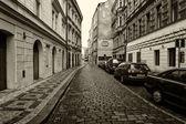 布拉格的街道为老。程式化的电影。大颗粒。棕褐色 — 图库照片