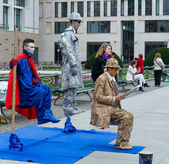 Performance on the street. Artists stand motionless for a long time — 图库照片