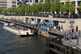 Pleasure boat on the river Spree. Traditional pastime visitors and residents of of Berlin. — Stock Photo