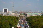 17th of June Street, and Brandenburg Gate. Bird's-eye view. International Children's Festival, 23 Nisan (Turkish national holiday) — Stock Photo