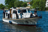 Civil visitors and guests at the German Navy patrol boat. 2nd Berlin water sports festival in Gruenau — Stock Photo