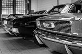 フォード マスタングとダッジ ・ チャージャー — ストック写真