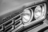 BERLIN, GERMANY - MAY 17, 2014: Detail of the mid-size car Plymouth Satelitte 4-door Sedan (Second Generation). Black and white. 27th Oldtimer Day Berlin - Brandenburg — Foto de Stock