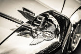 BERLIN, GERMANY - MAY 17, 2014: Hood ornament of the full-size luxury car Bentley T2. Black and white. 27th Oldtimer Day Berlin - Brandenburg — Stock Photo