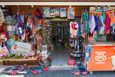 A shop selling souvenirs, clothing and knitwear. Anatolian coast - a popular holiday destination in summer of European citizens. — Stock Photo