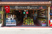 A shop selling sweets Turkish dried fruits and spices. Anatolian coast - a popular holiday destination in summer of European citizens. — Stock Photo