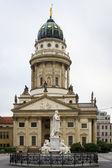 French Cathedral and statue of Friedrich von Schiller on Gendarmenmarkt. Berlin. Germany. — Stock Photo