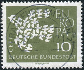 Postage stamp printed in Germany, shows 19 pigeons, arranged as a flying Dove — Stockfoto