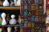 Traditional national embroidery, with folk motifs and patterns, traditional lanterns from pumpkins. Sale of handmade goods. Bazaar. Turkey. — Stok fotoğraf