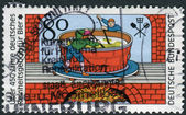 Postage stamp printed in Germany, dedicated to the 450th anniversary of Beer Pureness law, depicts an engraving (1677), brewers of Quedlinburg — Foto Stock