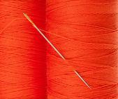 Orange thread with needle — Stockfoto