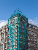 Zegar na wieży miasta. — Zdjęcie stockowe