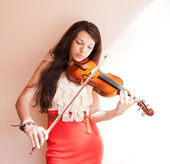 Young female playing the violin. — Stock Photo