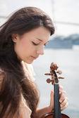 Mädchen und violine. — Stockfoto