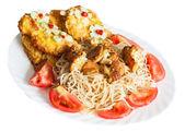 špagety s kuřecím masem. — Stock fotografie