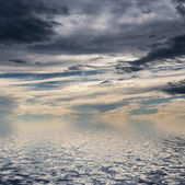 Sky with dark clouds. — Stock Photo