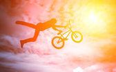 Man with a bmx bike. — Stockfoto
