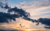 劇的な夕焼け空. — ストック写真