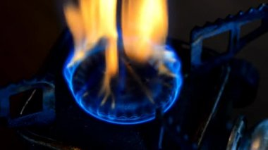 Natural gas in stove burner. — Stock Video