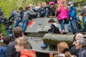 Children play on restored T-34 medium tank. — Stock Photo