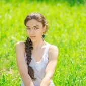 Portret van een mooi meisje. — Stockfoto