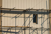 Scaffolding on a building facade. — Стоковое фото