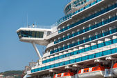 Cruise ship Diamond Princess docks at Vladivostok harbor. — Stock Photo