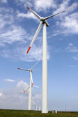Wind turbine producing alternative energy — Stock Photo