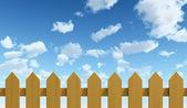 çit ve mavi gökyüzü — Stok fotoğraf