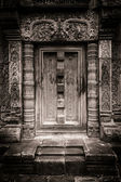 Banteay Srei stone false doorway — Stock Photo