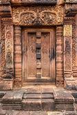 Banteay Srei stone false doorway — Stock Photo