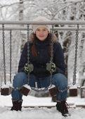 Portret van mooie tiener meisje op de speelplaats — Stockfoto