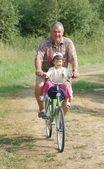 Portrait de senior et son bébé sur le vélo — Photo