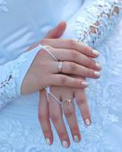 Manos de la novia — Foto de Stock