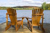 马斯科卡在湖边的椅子 — 图库照片