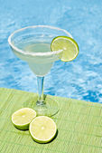 Margarita Cocktail by the Pool — Stock Photo
