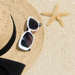 Straw Hat, Sunglasses and Starfish on the Beach — Stock Photo