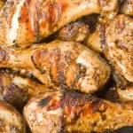 Plateful of Barbecued Jerk Chicken Drumsticks — Stock Photo
