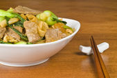Stir Fried Rice Noodles with Beef and Baby Bok Choy — Stock Photo