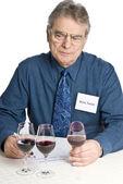 человек, дегустация вина — Стоковое фото