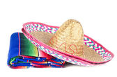 Tapis de couleur et sombrero mexicain — Photo