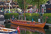 Replica Viking Ship at Denmark House, St Katherine Docks — Stock Photo