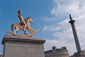 The Fourth Plinth sculpture with Nelson's Column. — Stock Photo