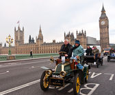 LONDON, UK - NOVEMBER 7: Veteran Car Drives Past Big Ben on the RAC London to Brighton Veteran Car Run. London, November 7 2010. — Stok fotoğraf