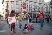 High Street fashion Week fashion shoot at Oxford Circus. — Stock Photo