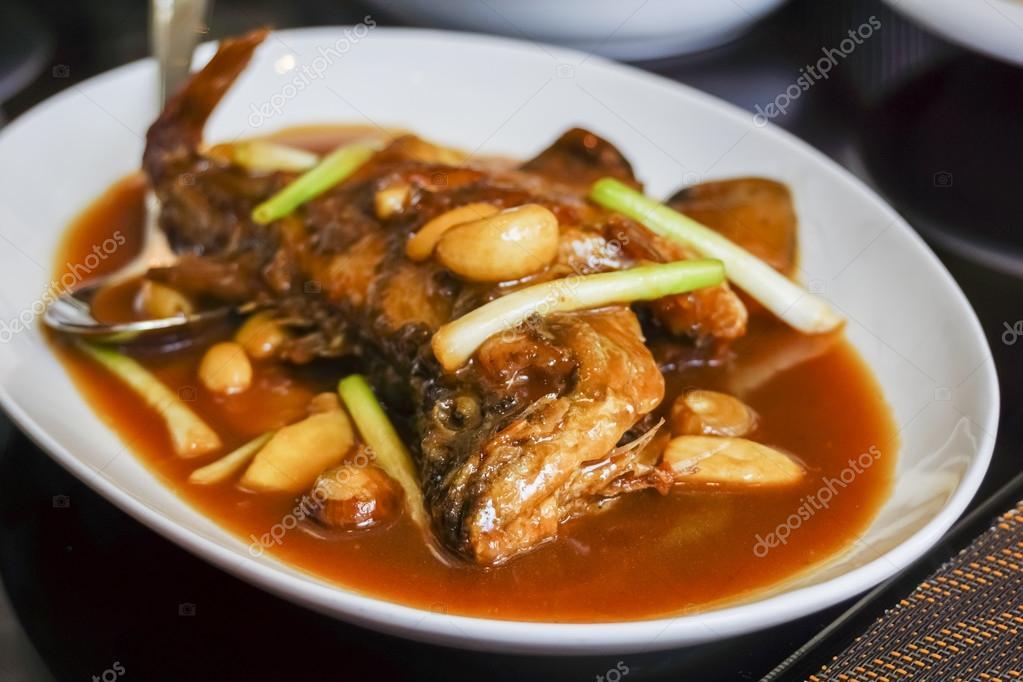 Plato chino estofado de pescado en salsa de soja foto for Pescado chino