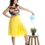 çekici kadın, sulama olabilir — Stok fotoğraf #12794976