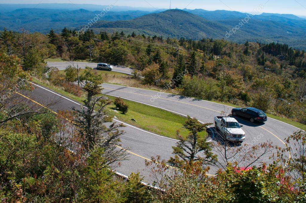 A hairpin curve in the Blue Ridge Mountains in North Carolina — Stock Photo #13409079